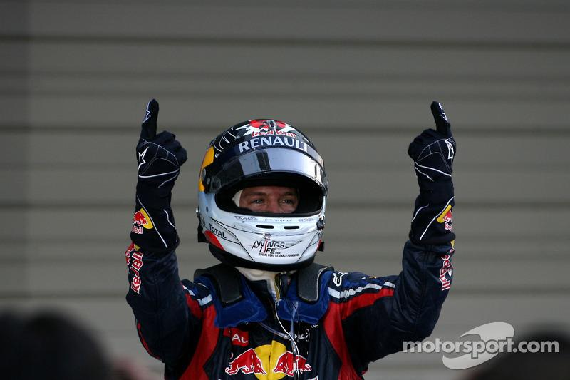 Vettel eyes 'laps of honour' as 2011 calendar races out