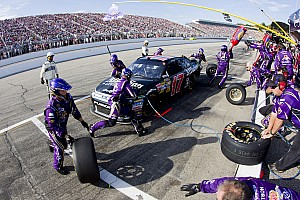 NASCAR Sprint Cup Matt Kenseth pit-crew wins an award