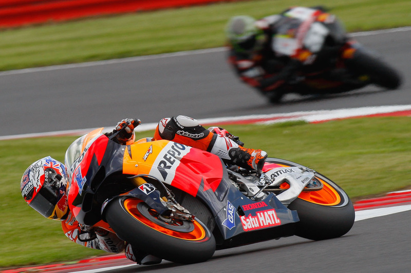 Bridgestone: Stoner sets the pace in squally Silverstone practice