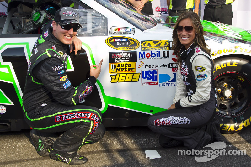 Kyle Busch leaves rivals behind as he takes Loudon pole