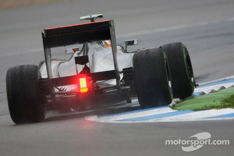 Rain-interrupted debut for new experimental hard tyre