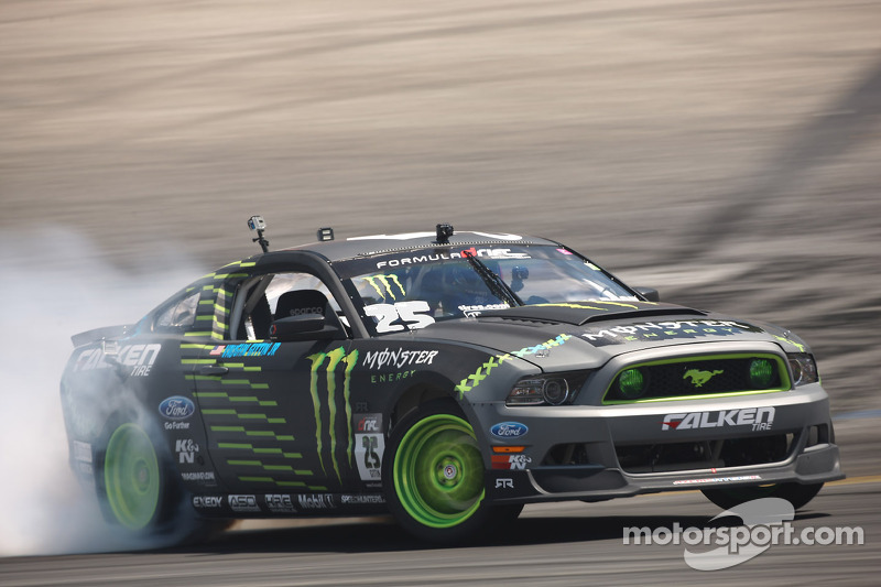 Vaughn Gittin Jr. wins Formula Drift round 5 at Evergreen Speedway