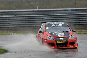 BTCC Race report Encouragement for AmDTuning.com at Silverstone