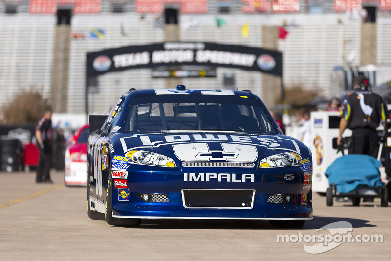 Johnson leads Chevrolet drivers with the top starting position at Texas