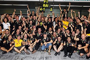 Formula 1 Breaking news Raikkonen gifts 'leave me alone' t-shirts to Lotus staff