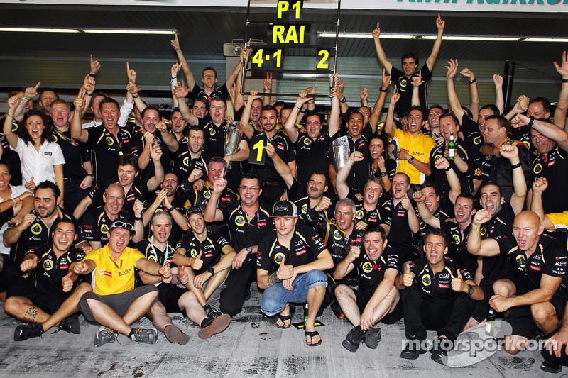Raikkonen gifts 'leave me alone' t-shirts to Lotus staff