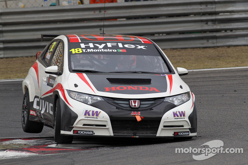 Tiago Monteiro at the wheel of the Honda Civic for season finale in Macau