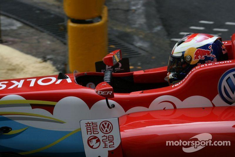 Volkswagen racer Félix da Costa takes pole in Macau