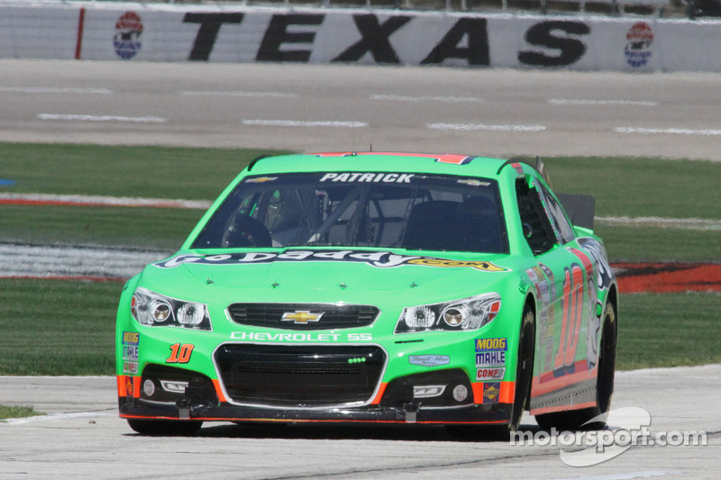 Patrick battles ill-handling car at Texas