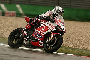 Difficult races for both Team SBK Ducati Alstare riders today at the TT Circuit in Assen