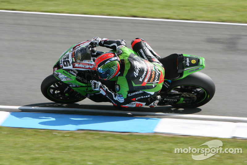 Tom Sykes accomplishes total domination at Donington Park