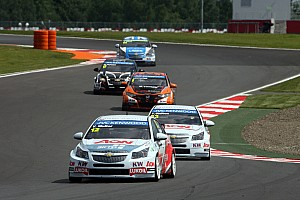 Yvan Muller takes early advantage in Moscow with pole position