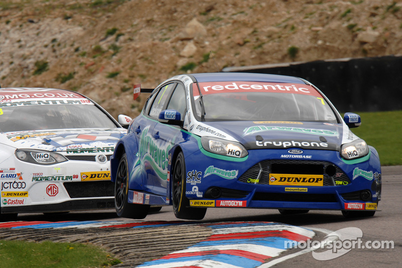 Airwaves Racing battles back at Oulton Park