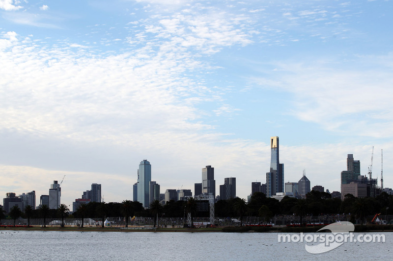 Melbourne boss Walker in talks for new Formula One deal