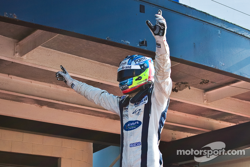 King crowned at Nurburgring, Guimaraes wins, Calderon on podium