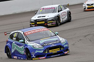 BTCC Race report Double delight for Airwaves Racing at Silverstone