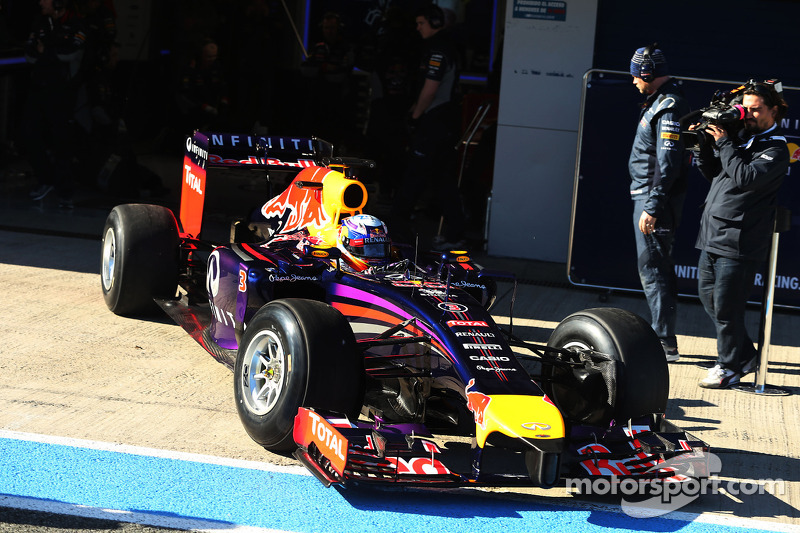 Mechanical issue on 4th day of testing for Red Bull Racing