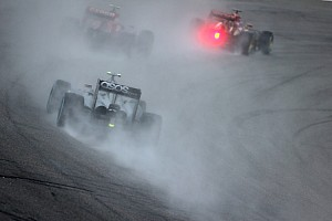 8th and 10th for Magnussen and Button in Malaysian qualifying