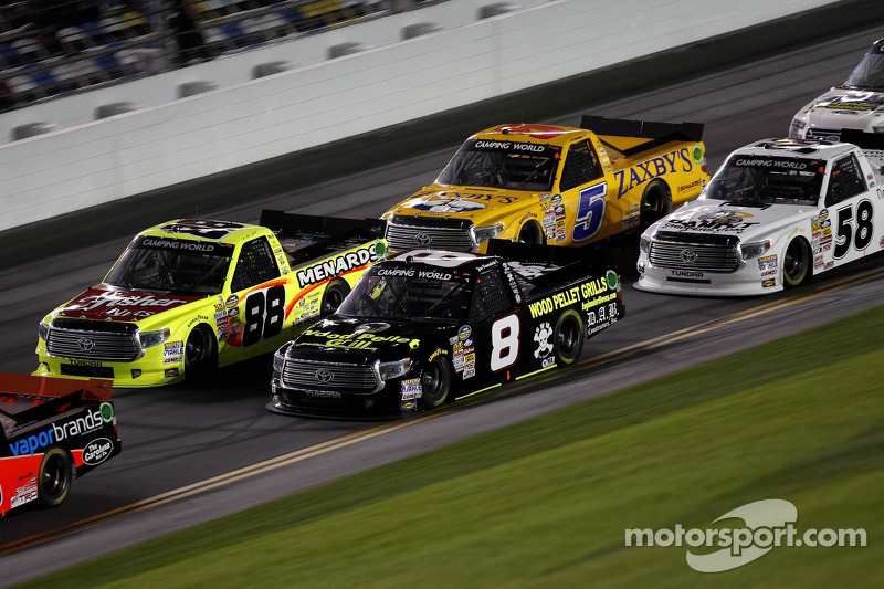 Postponement sets up Sunday doubleheader at Martinsville Speedway