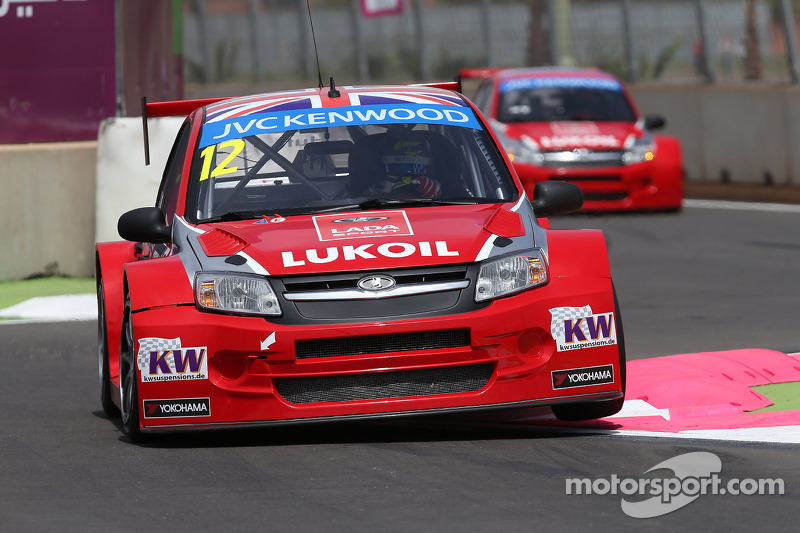 Huff encumbered by new-car issues in searing Moroccan qualifying