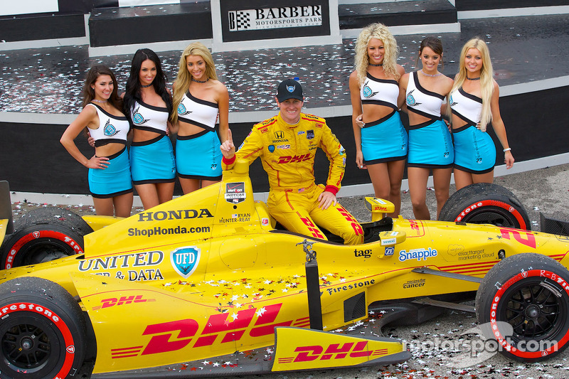 Hunter-Reay makes it two wins in a row at Barber