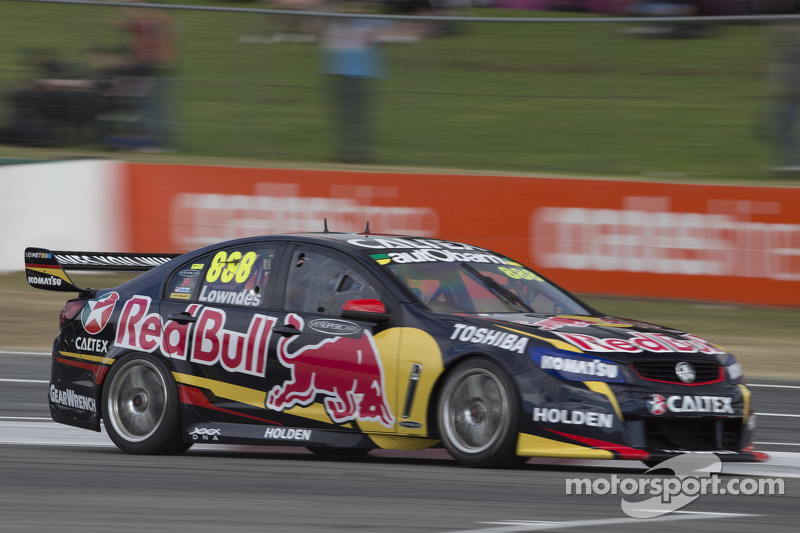 Lowndes collects third victory of 2014 in dominating fashion