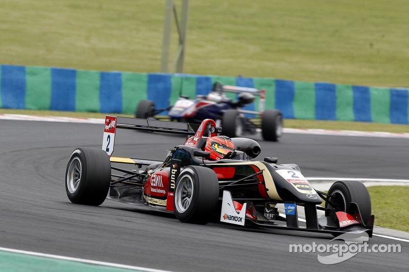 Esteban Ocon wins from Antonio Fuoco and Lucas Auer