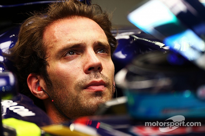 Vergne arranges helmet stickers to honour Bianchi