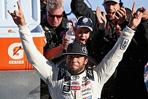 NASCAR Truck Race report Darrell Wallace Jr. wins at Martinsville in Wendell Scott tribute truck