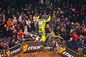 Roczen opens 2015 Supercross season with victory