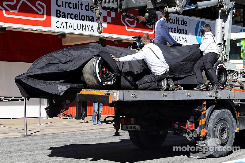 Alonso crash halts fourth day of Barcelona Formula One test