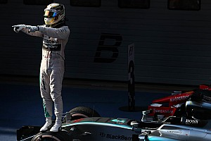 Formula 1 Race report Hamilton cruises to Chinese GP victory