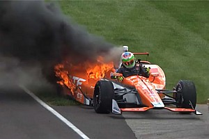 Simona de Silvestro unhurt as her Andretti Honda bursts into flames - video