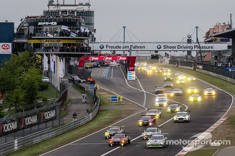 Nurburgring 24 Hours: BMW leads, but is chased hard