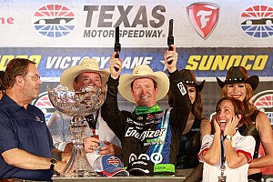 Scott Dixon wins at Texas
