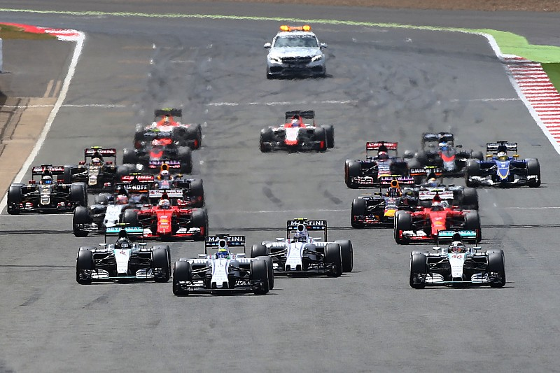 http://cdn-6.motorsport.com/static/img/amp/600000/610000/615000/615000/615026/s6_428183/f1-british-gp-2015-start-felipe-massa-williams-fw37-leads.jpg