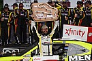 Menard wins at home with help of long caution