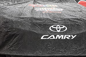 NASCAR Sprint Cup Breaking news Rain delays the start of Sunday's NASCAR race at Phoenix