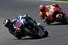 抜きつ抜かれつ! ものすごい最終ラップを制してロレンソ優勝:MotoGPイタリアGP