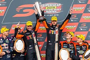 Supercars Résumé de course Davison et Webb remportent une édition animée des Bathurst 1000
