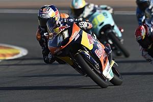 Moto3 Gara Brad Binder rimonta da 22esimo e sbanca Valencia, sul podio c'è Migno