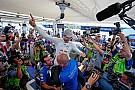 WRC Mikkelsen le da a Volkswagen una victoria en su adiós