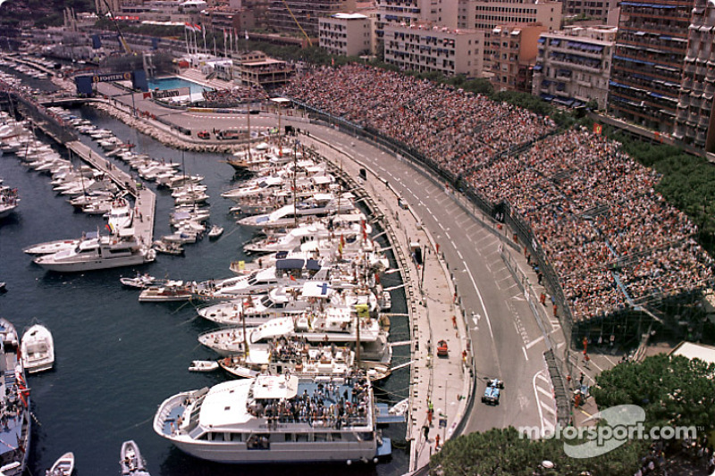 Jenson Button approaching the Swimming Pool esses