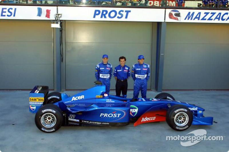 Jean Alesi, Alain Prost y Gaston Mazzacane con el AP04.
