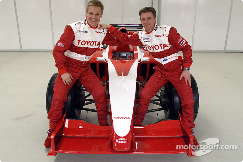 Mika Salo and Allan McNish with the new car