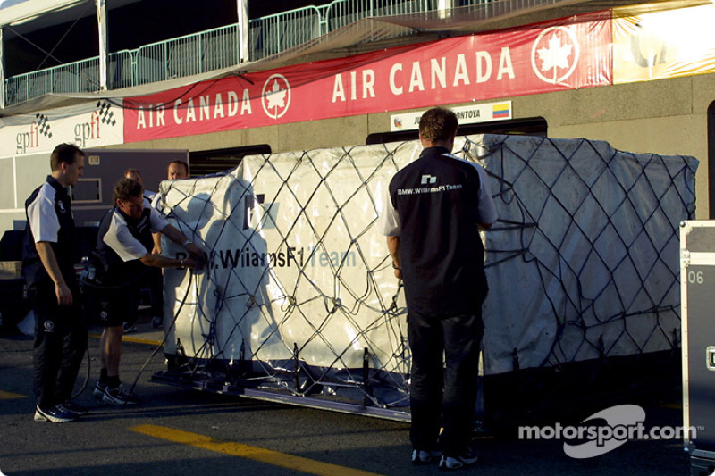 Team BMW-Williams, packing after the victory