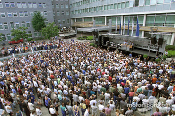 Mika Hakkinen and David Coulthard appeared on a stage in front of the Mercedes-Benz museum in Stuttgart-Untertürkheim