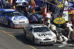 Pitstop for Dale Jarrett and Buckshot Jones