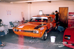 Graeme Rooke's Ford Capri V8 looking like Rhett Butler next to Scarlett O'Hara