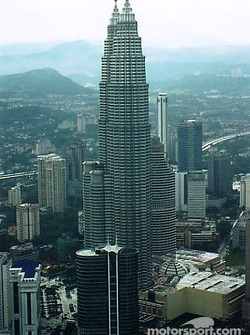 Kuala Lumpur: the Petronas Twin Towers and the business district